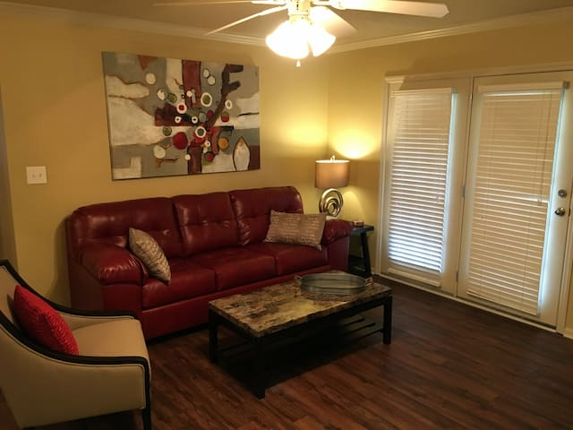 Immaculate Game Day Condo - 1 mile to campus - Tuscaloosa - Appartement