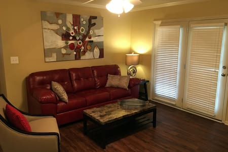 Immaculate Game Day Condo - 1 mile to campus - Tuscaloosa - Wohnung