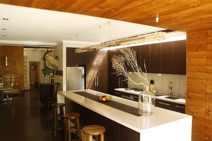 Melbourne 2BRM Victorian Home & Garden Living... - Newport - Rumah