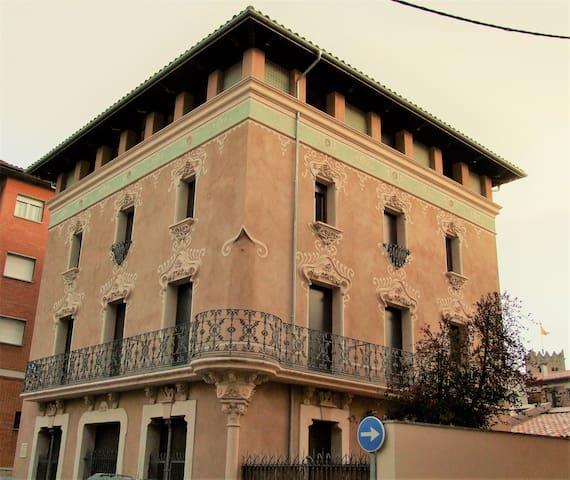 Piso nuevo de 3 habitaciones en finca modernista - Ripoll - Wohnung