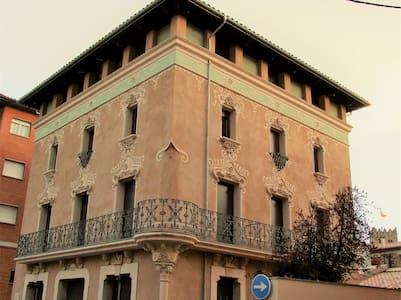 Piso nuevo de 3 habitaciones en finca modernista - 리폴
