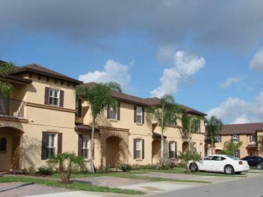 REGAL PALMS is a private and exclusive RESORT located  on the outskirts of Orlando, which has become one of the most desirable destinations for families who dicide to spend their vacations in Orlando.