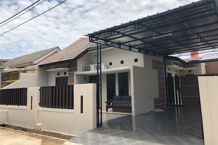 Orchid Guest House @ Harvest City Mekarsari