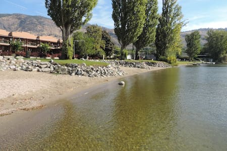 Lakefront large 3 bdrm townhome with boat dock - Osoyoos