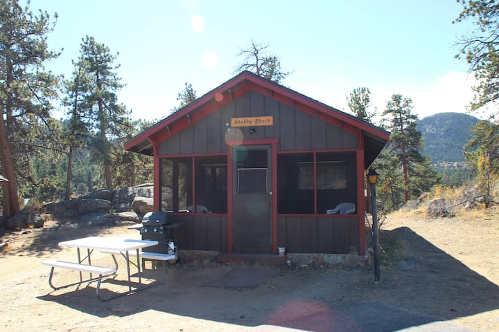 Shabby Shack - Private cabin w/ 1 queen & 1 double