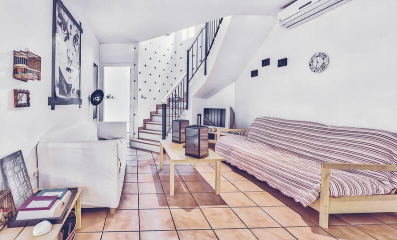 Spacious ensuite room 50m to the beach. - Estepona - House