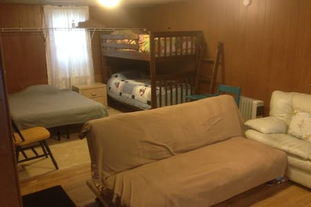 Huge Deck & Room, Open 24 Hours, Amtrak & Albany - Rensselaer