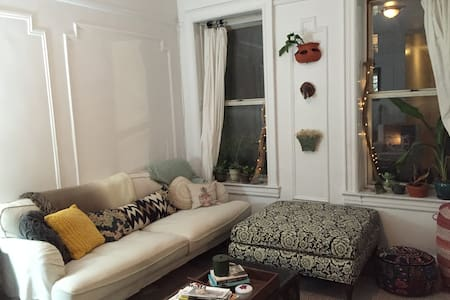 Spacious Williamsburg Oasis (Washer Dryer in Unit) - Brooklyn - Apartment