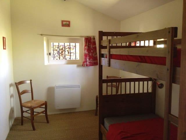 La chambre rouge (petit gîte).