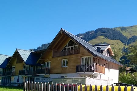 Marmot Apartment. 3 bedrooms. Mountain views. Spa - Rauris