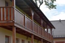 """Balkon na poddaszu """"Apartamentów Pod Jesionem"""""""