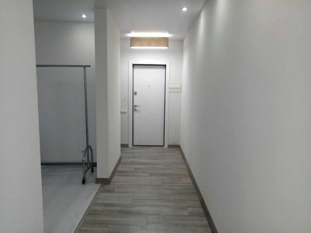Cozy and light apartment at Livoberezhna