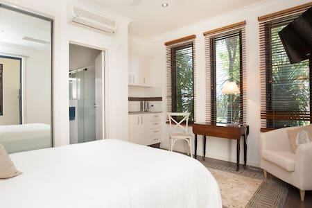 Free standing private garden Suite. - Mudgeeraba - Bed & Breakfast
