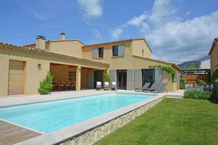 Luxury villa with heated private swimming pool in grounds walking distance from Malaucène