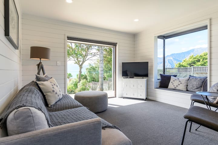 Hawea Lakefront Retreat