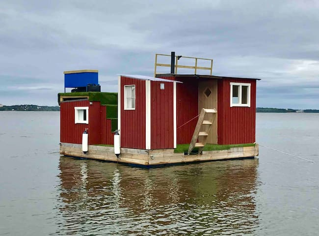 House boat #2 with unique view.