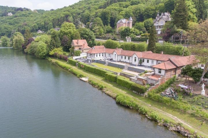 Villa en bord de Meuse