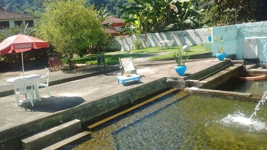 Muito verde, ar puro e água corrente geladinha - Guapimirim