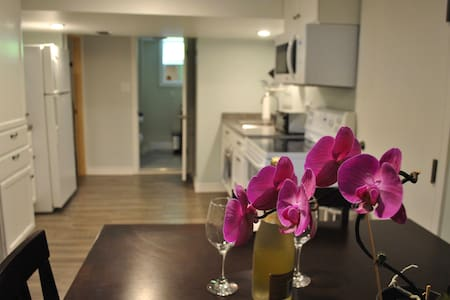 Gorgeous 1 BR Apartment in the Heart of Wolfville - Wolfville - Appartamento