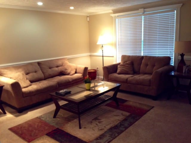 Simple and Comfy Room - Indianapolis - House
