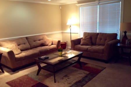 Simple and Comfy Room - Indianápolis - Casa