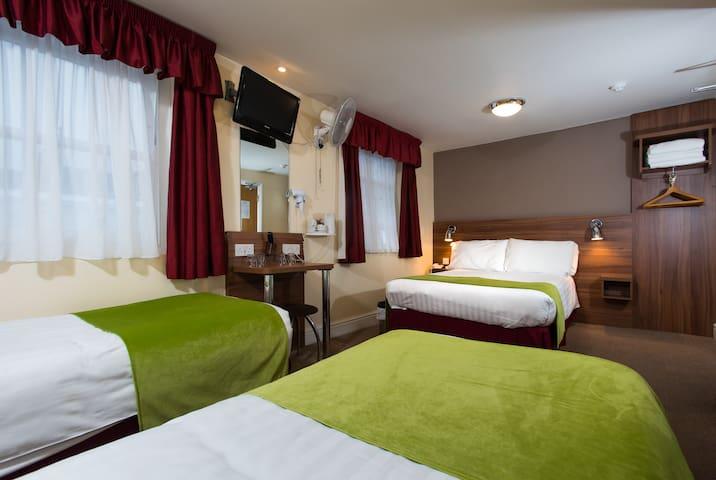 Dover Hotel, Quad