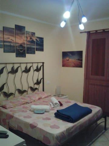 Camera matrimoniale a 1 km dal mare - Anzio - Pis