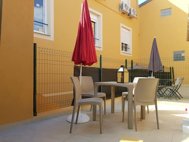 Studio neuf avec terrasse privée - proche mer