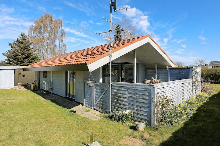 6 person holiday home in Hesselager