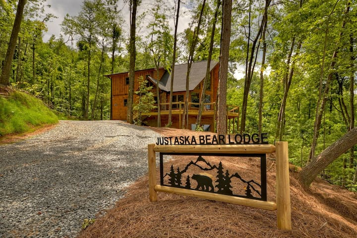 NEW! Luxury Lodge Blue Ridge Mountains Hot Tub
