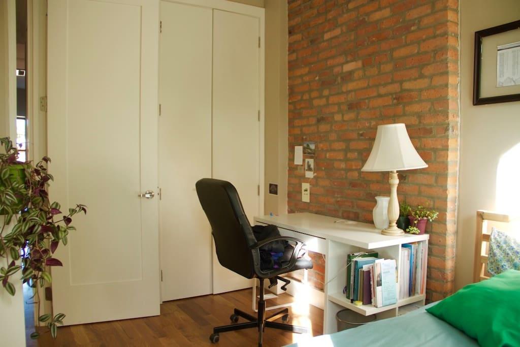 Private room w/ closet.