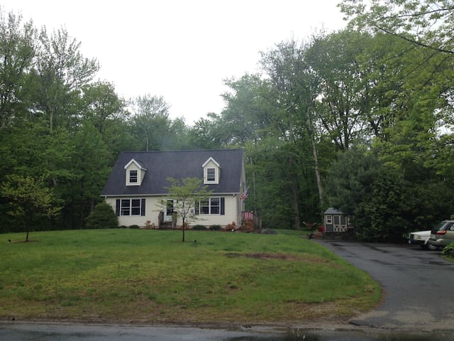 Charming Cape Cod by West Hill Lake & Brodie Park - New Hartford - Rumah