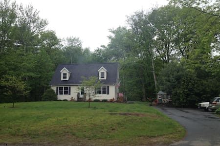 Charming Cape Cod by West Hill Lake & Brodie Park - New Hartford - บ้าน