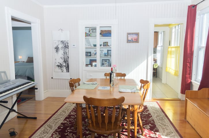 Sunny Salem Apt Close to Downtown - Salem - Leilighet