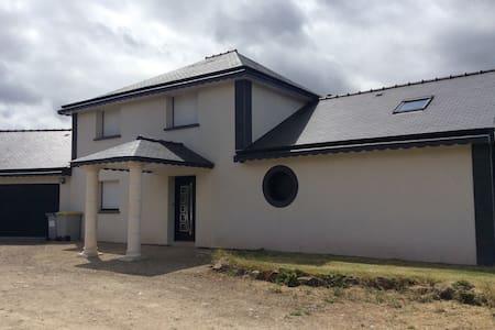 Maison contemporaine terre&mer - Ploumagoar