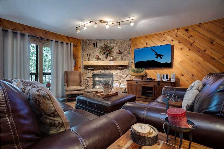 Discounted Steamboat Lift Tickets! Great location with pool and hot tub. - Phoenix 229