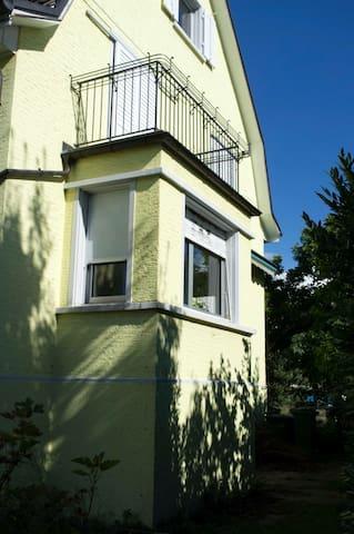 Zimmer mit grossem Balkon - Schlieren - House