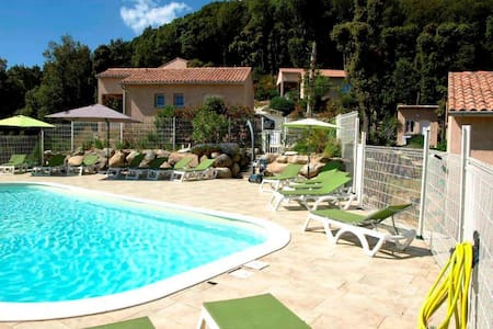 6 houses with swimming pool
