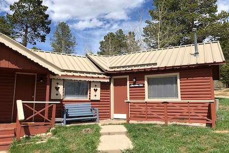 312:Whispering Pines PRIVATE ENTRANCE Duplex Cabin