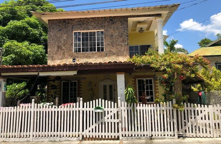 Casa Bonita Zona Americana La Lima  Habitacion #1