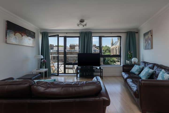 3 Bedroom Hillhead, With Balcony and Roof Garden