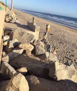 Couple's Beach Retreat - Hus