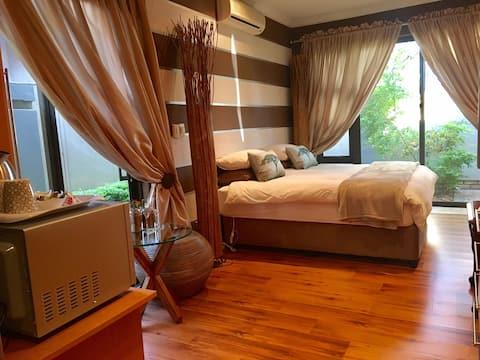 Hartbeespoort Pecanwood Bronze Room