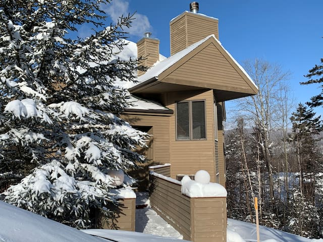 CR6: Beautiful views from this Crawford Ridge Townhome a short walk from the slopes. BBQ Grill, Jetted Tub.  Free shuttle! SPECIAL OFFER! DISCOUNTED SKI TICKETS!