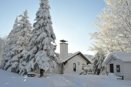 Misty Mountainside Escape-  SKI Chalet - Bolton-Ouest
