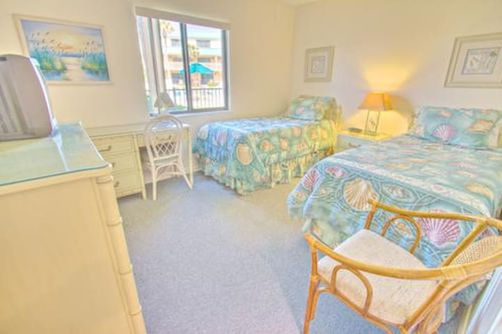 Sea Haven Resort - 211, Ocean Front, 2BR/2BTH, Pool, Beach - Butler Beach - Apartament