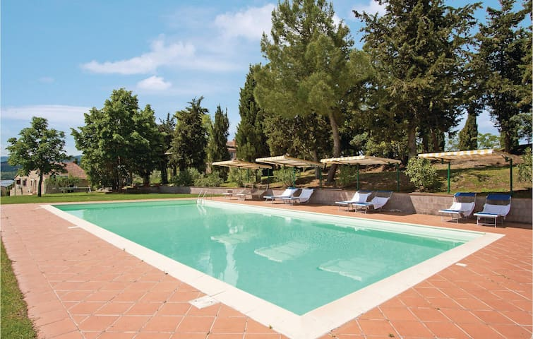Holiday apartment with 4 bedrooms on 140m² in Radicondoli SI