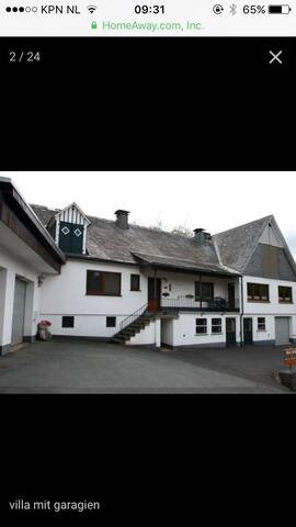 Grote vakantie villa bij Winterberg met garage