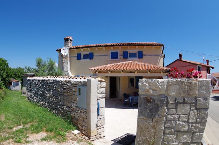 Holiday house Mery in village Kavran - Kavran - Casa