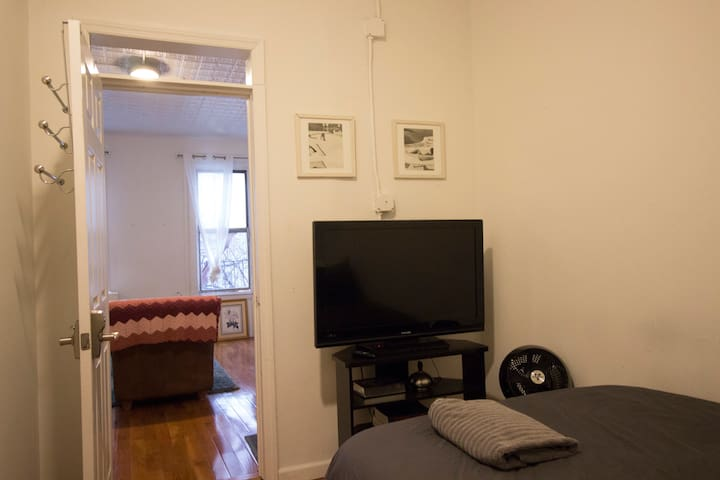 Room in studio-like apartment near J/M & L trains